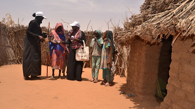 Community volunteers Amina and Samera distribute MDA on a home visit in Darfur state.