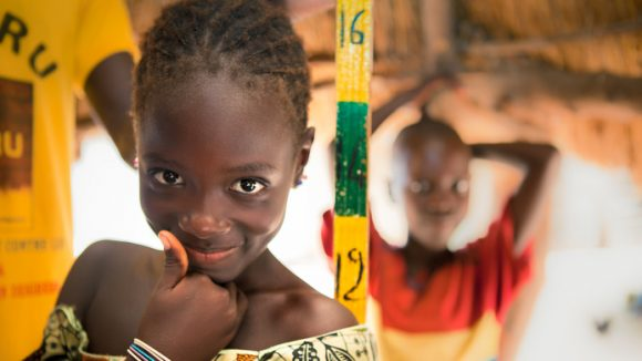 Ten year old Absa Kâ is recieving her dose of Zithromax which will prevent trachoma for a year.
