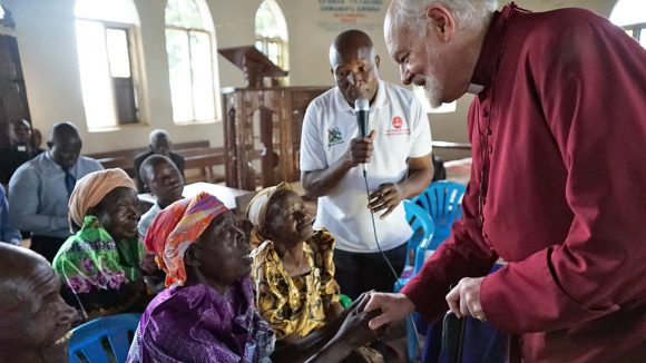 Lord Chartres meets beneficiaries of the Trachoma Initiative.