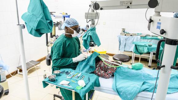Dr Habiyakare operating on Lovemore's eyes