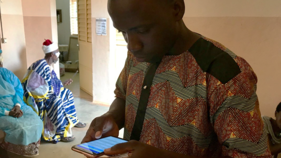 Zakari, a TT tracker, using the device in a hospital.