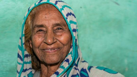 An older women smiling.